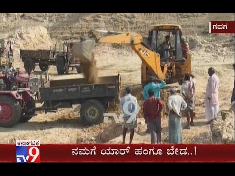 Govt's Negligence; Gadag Villagers Remove Slushy Mud from Lake at Their Own Cost