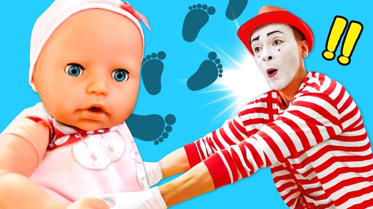 Baby Born oyuncak bebek bakma oyunu! Baby Born yürümeye başlıyor!
