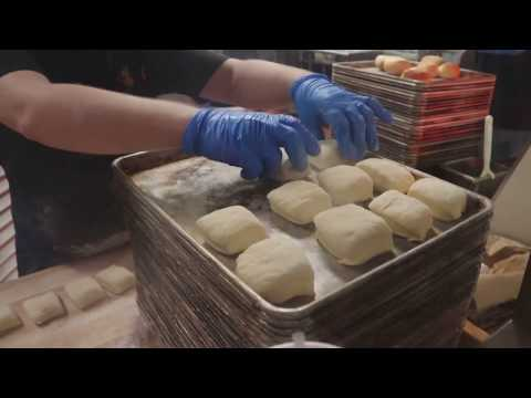 How are Texas Roadhouse rolls made?