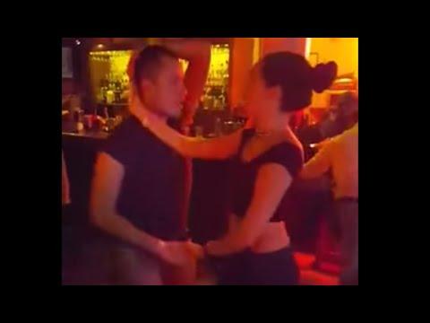 Mexicanos bailando - Pasos de Salsa en Mama Rumba - Melisa y Fredy