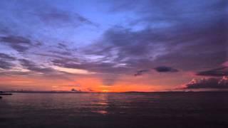 セブ島で撮影した日の出に音を着けてみました。 「黄金色の空」 音楽、...