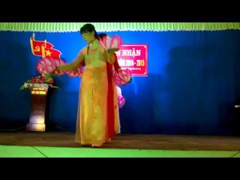 Múa Bài ca thống nhất do chi hội phụ nữ thôn Phương Cúc biểu diễn WP 20160319 20 20 48 Pro