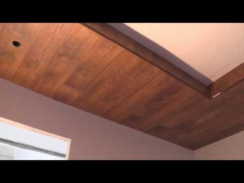 видео: Укладка ламината на потолок? Легко! Будни сельского плотника.