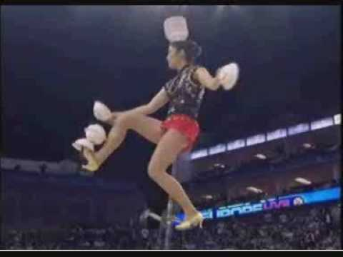 Chinese circus performer half-time NBA London