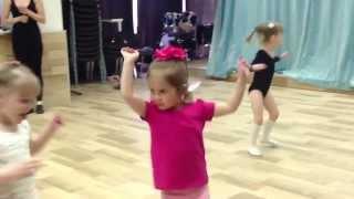 Дети: Танцевальная студия 3-4 года. Открытый урок 2  Игра импровизация. Дети
