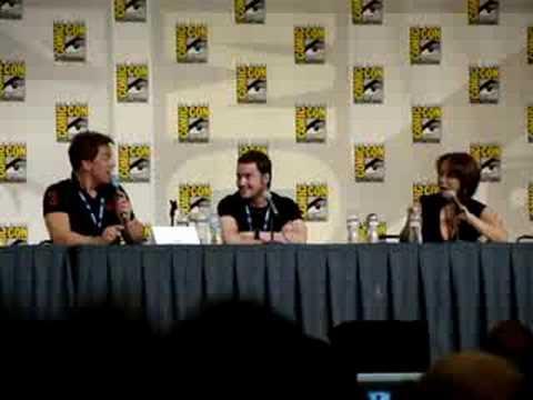Torchwood's John Barrowman and Naoko Mori Sing at ComicCon