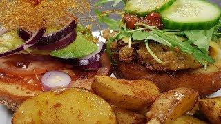 Vegane Burger Hipsterstyle feat. Niksda (inkl. Rezept mit Brötchen zum selber machen) | Mori kocht