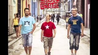 SANGRIA GRATUITE - Un short et un maillot