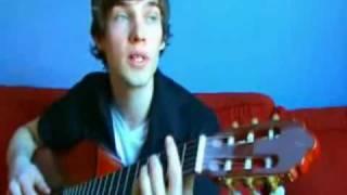 Парень играет на гитаре 32 песни за 8 минут.avi
