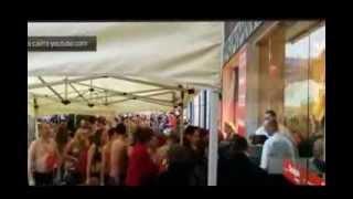 На улице в Бельгии 100 человек разделось ради бесплатной одежды