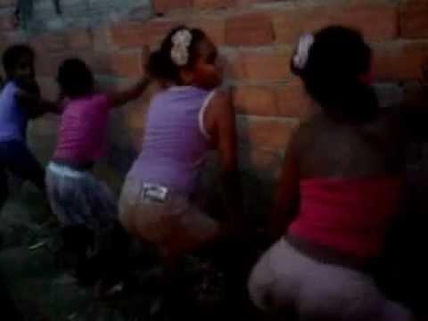 Meninas dançando se acaba do mc k9