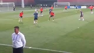 Сборная Испании по футболу на тренировке в Краснодаре видео забивает гол