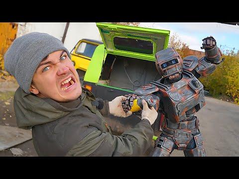 Открыли ящик необычного автомобиля, но нам помешал робот!