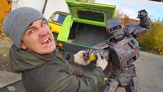 Открыли ящик необычного автомобиля но нам помешал робот