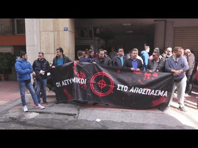 <span class='as_h2'><a href='https://webtv.eklogika.gr/diamartyria-astynomikon-exo-apo-to-a-t-omonoias' target='_blank' title='Διαμαρτυρία αστυνομικών έξω από το Α.Τ. Ομόνοιας'>Διαμαρτυρία αστυνομικών έξω από το Α.Τ. Ομόνοιας</a></span>