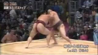 Hakuho (69th Yokozuna, 2007-) finally lost ! Hakuho won in the 1st ...