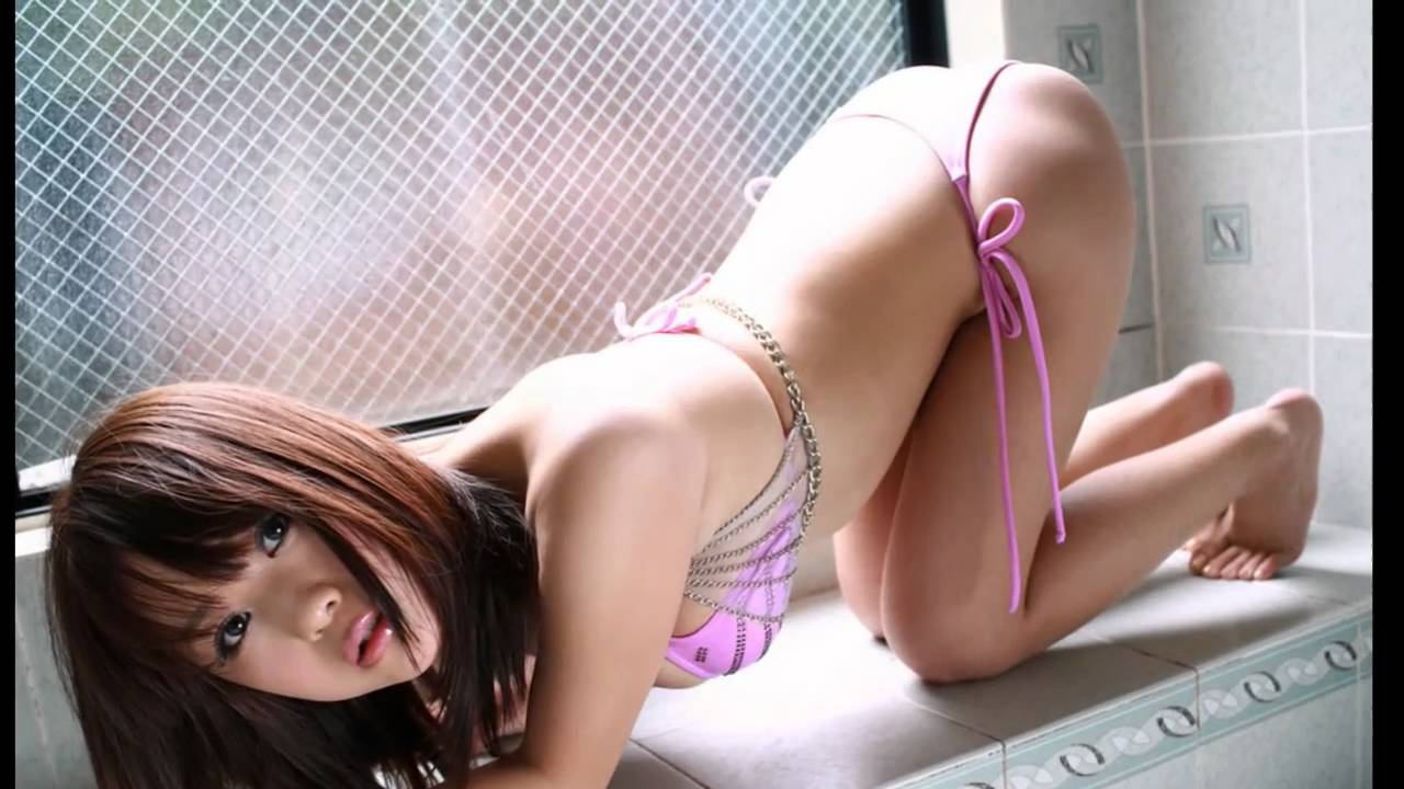 30 Sexy Asian Girls in Bikini Wallpapers