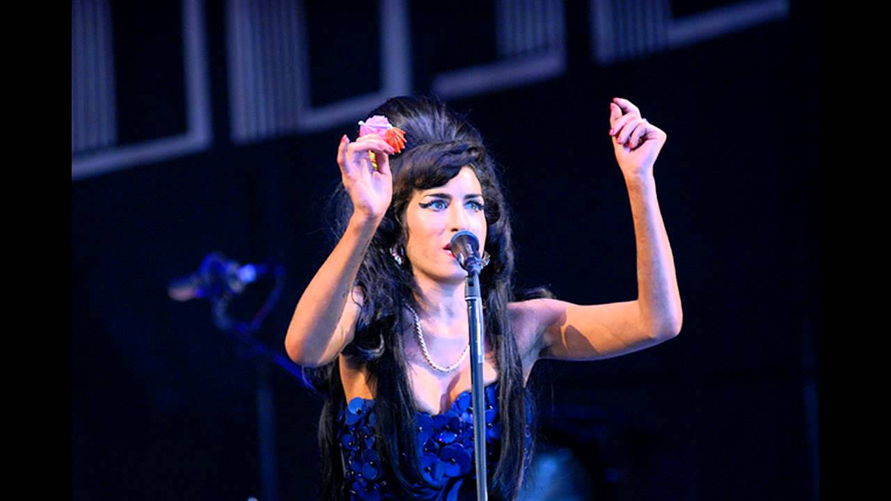 Resultado de imagen de Amy Winehouse Full Concert HD) in Live At Glastonbury Festival 2008 _youtube_original