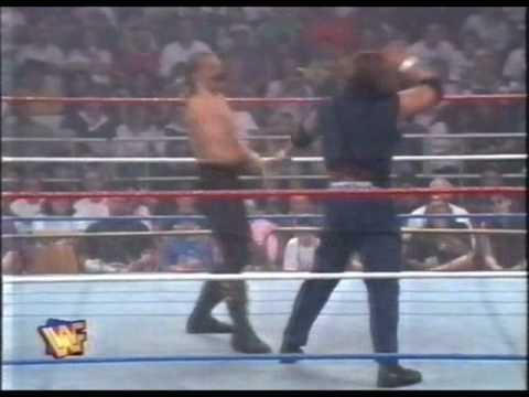 WWF Duke e#39;the Dumpster vs. Triple H (Hunter Hearst Helmsley) (cortadacutted)