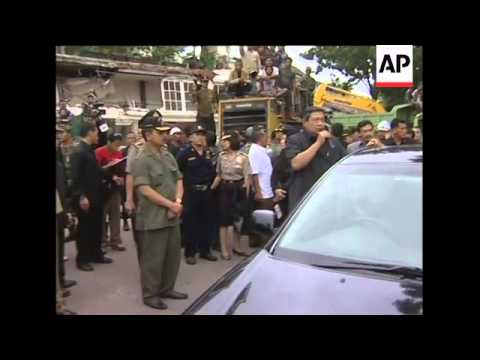 Bodies recovered, president tours scene, Padang