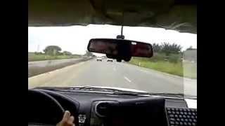 Camioneta escapa de control de Aduanuas y de la Policia Nacional del Ecuador