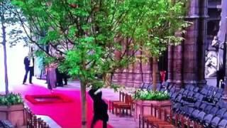 Священник Делает Колесо в Вестминстерском аббатстве(После свадьбы принца уильяма и кейт миддлтон Еще приколы http://prikolo.ru http://twitter.com/prikolo http://vkontakte.ru/public24489605 Видео..., 2011-05-01T13:55:20.000Z)