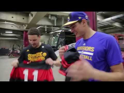 Anderson Varejao Presents Flamengo Gift to Klay Thompson