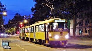 Dresdner Tatra Straßenbahn am Abend - altbewährte Technik im Einsatz!