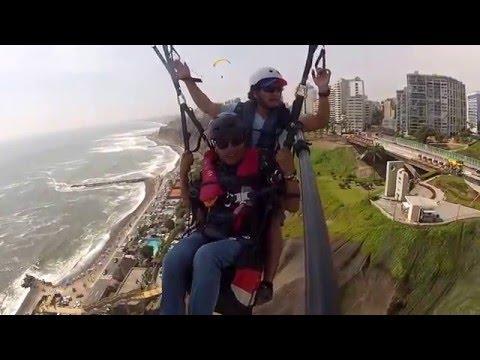 Tu te atreverías? deporte extremo (Parapente) en Miraflores Lima - Perú
