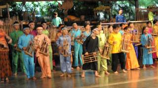 Video Saung Angklung Udjo- Indonesian Traditional Song download MP3, 3GP, MP4, WEBM, AVI, FLV September 2018