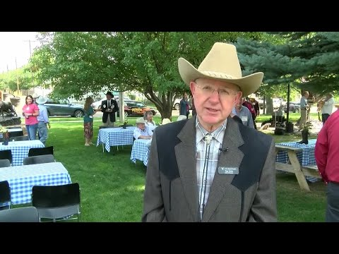 Montana Cowboy Hall of Fame presents award to CM Russell Museum