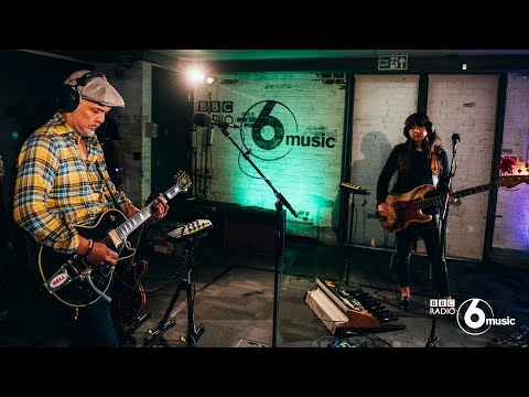 Pixies - Gouge Away (6 Music Live Room)