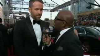 Ryan Reynolds at 2017 Golden Globes Red Carpet