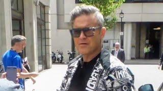Robbie Williams in London 19 06 2018