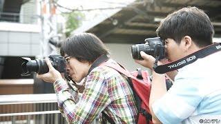 大阪環状線各駅を巡り、写真を撮り続ける光(前田航基)と輝(上遠野太...