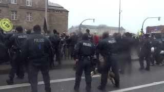 Polizei eskaliert Lampedusa Demo: Hundestaffel und Pfefferspray - Einsatz 14.12.2013