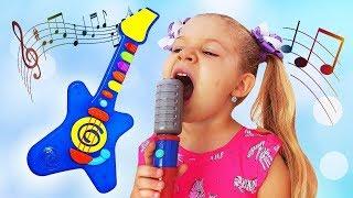 Diana finge brincar com instrumentos musicais de brinquedo