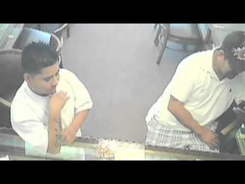 Most Wanted: Men sell fake gold after quick switch - 2010-12-03