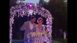 Свадьба Ясемин из сериала Любовь напрокат 53 серия.. поёт со своим мужем турецкую песню..