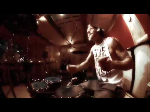 Travis Barker - Forever (Remix) (Ft. Drake, Kanye West, Lil Wayne & Eminem) (Live Video)