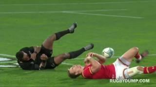 Waisake Naholo & Liam Williams midair clash 2017 Video