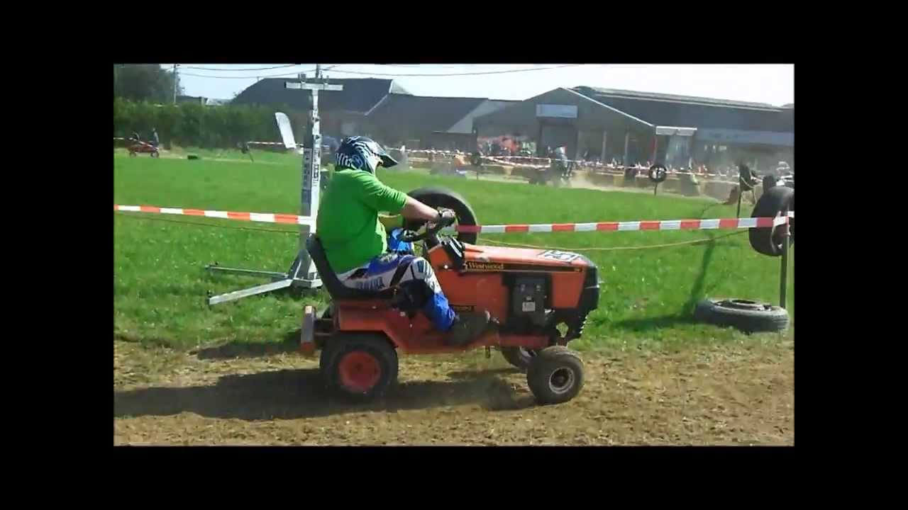 course de tracteur tondeuse a cul des sarts monster tractor party 2 youtube. Black Bedroom Furniture Sets. Home Design Ideas