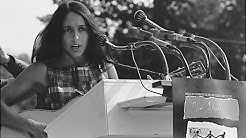 """Joan Baez performs """"We Shall Overcome"""" at the March on Washington"""