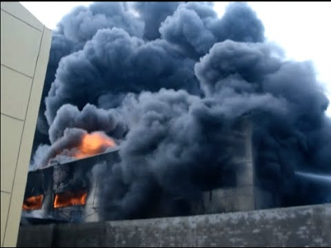 Hundreds of Firefighters Tackle Chemical Plant Fire in East China