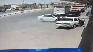 خطوة واحدة تفصل قائد سيارة عن الموت بالقيصومية