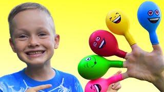 Алекс и Настя играют с шариками и учат цвета под детскую песенку Finger family