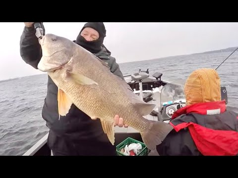 Quinte Walleye Icy Brutal Boat Ramps And Rare Monster Catch day 2
