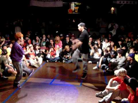 Max Party 2010-小姬VS小宏 (HipHop battle).AVI
