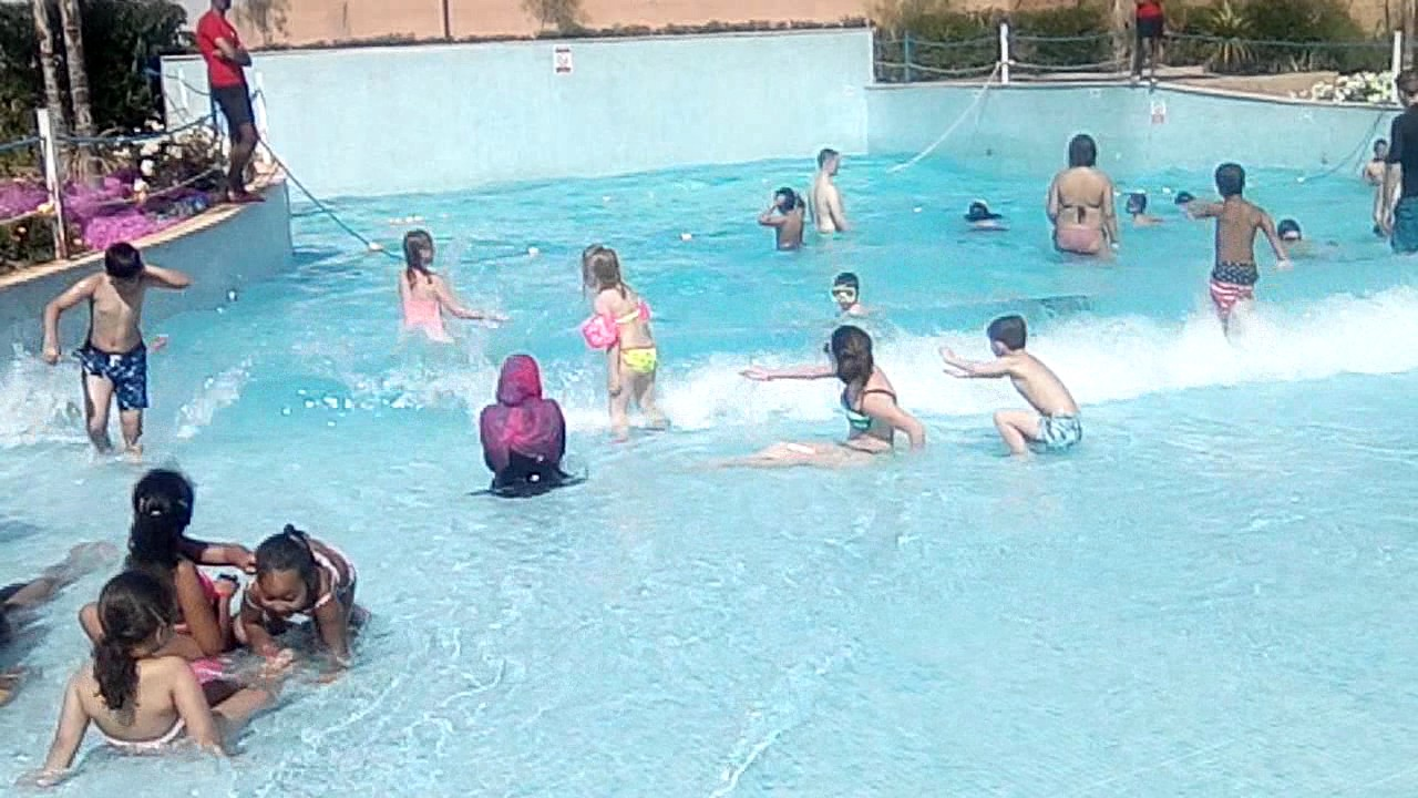 Je suis au maroc la piscine vague youtube for Piscine youtube