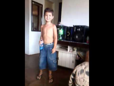 Miguel com 4 aninhos  dançando gordinho gostoso